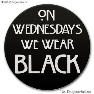 Bilde av  Button: On Wednesdays we wear black (velg farge)