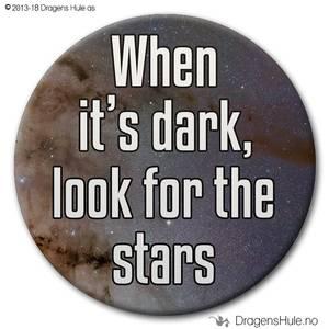 Bilde av  Button: When it's dark look for the stars