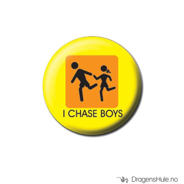 Button 25mm: I chase boys