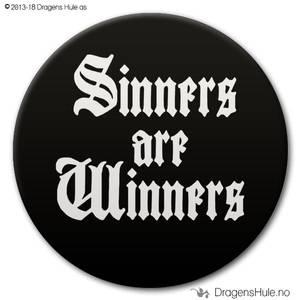 Bilde av  Button: Sinners are Winners (velg farge)