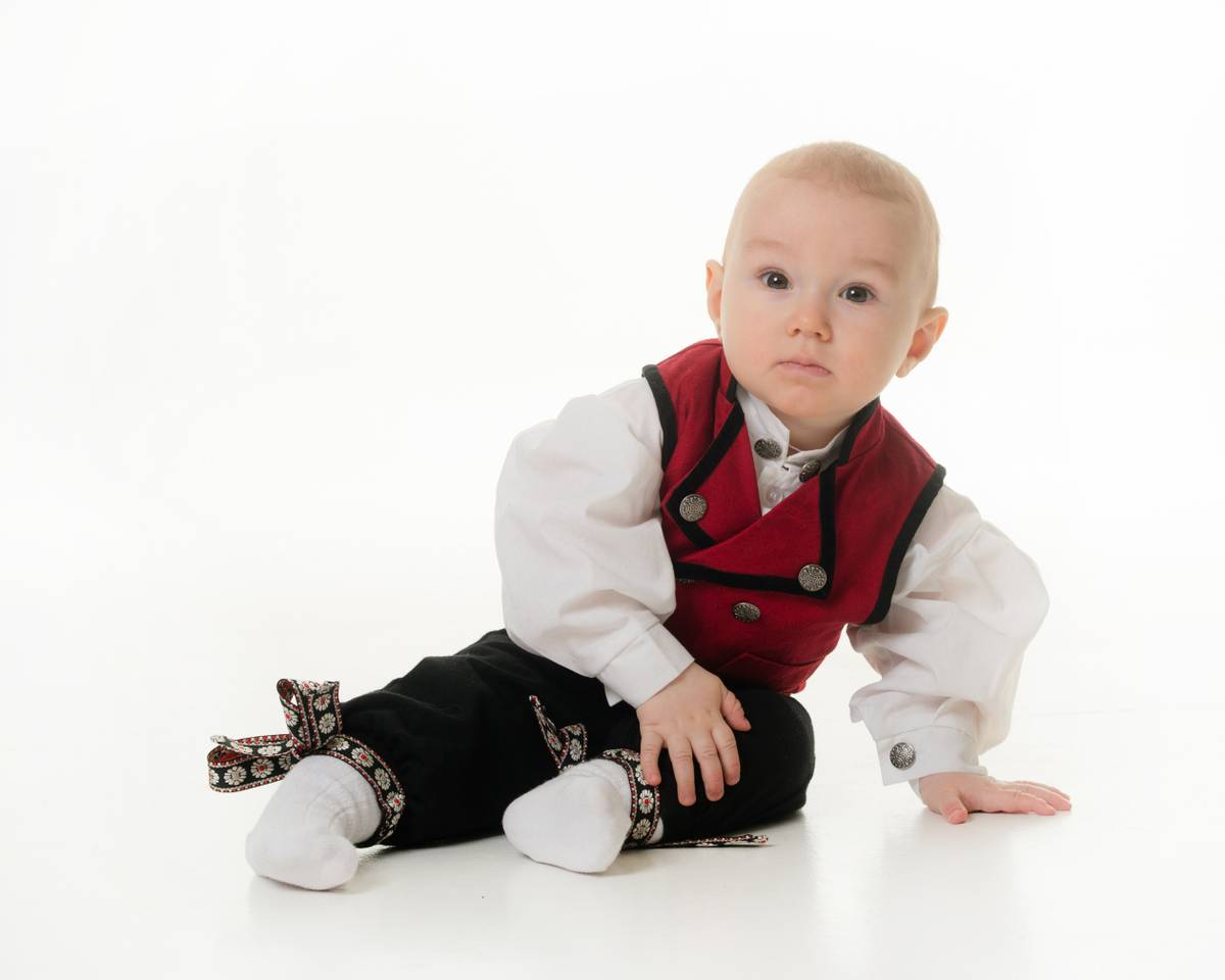 Salto bunad / Festdrakt til baby gutt, rød