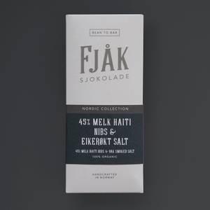 Bilde av Fjåk sjokolade 45% Haiti nibs og einerrøkt salt,