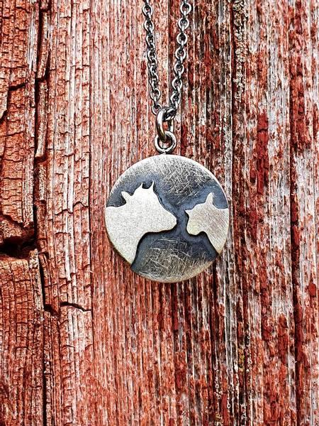 Sølvsmykke: Pålodda ku og sau, stor