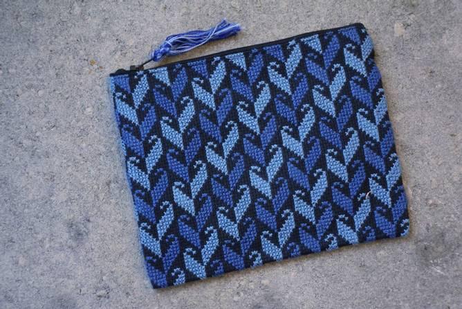 Bilde av Håndbrodert mappe, blå