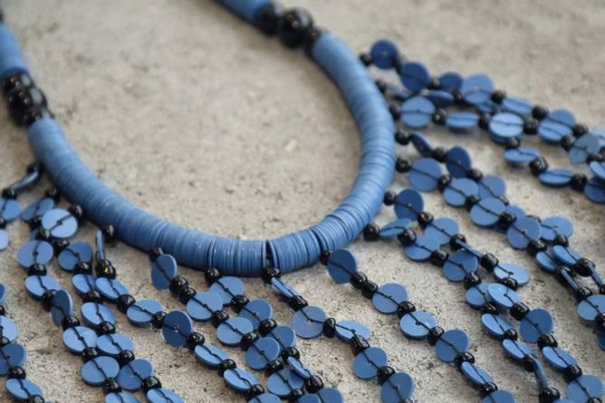 Bilde av Halskjede blå paljetter