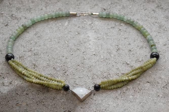 Bilde av Kjede med smykkesteiner og
