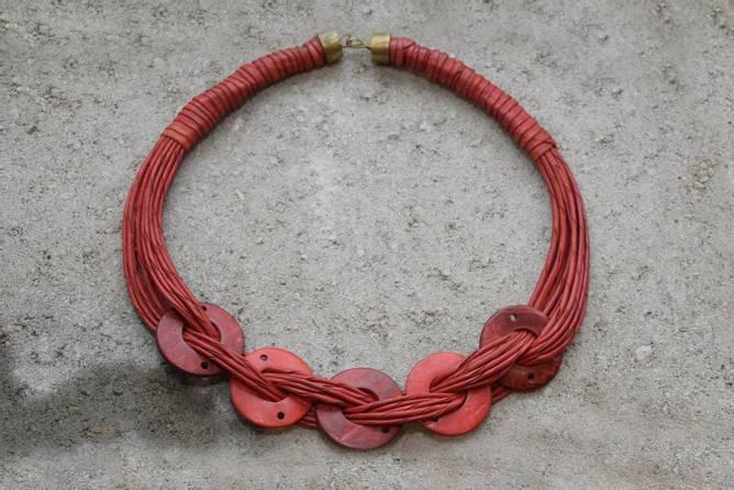 Bilde av Halskrave i rødt skinn