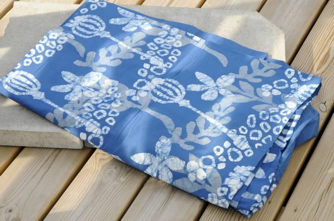 Bilde av Batikkfarget bomullsduk blå
