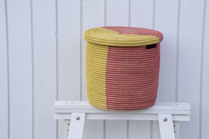 Bilde av Rød/gul kurv med flatt lokk