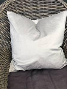 Bilde av Lyse grå velur putetrekk 45x45