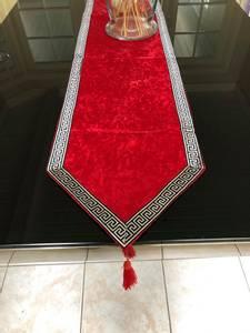Bilde av Aten bordløper rød 117cm