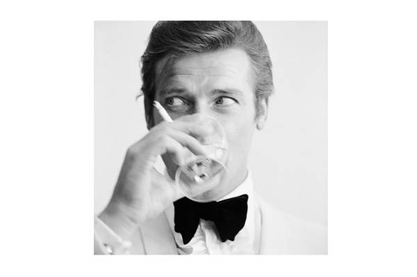 Roger Moore 120cm x 120cm