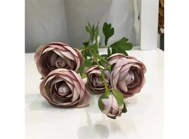 Rosebukett med knopper i rosa