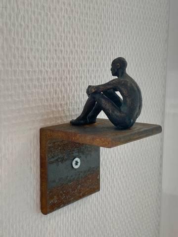 Bilde av Uten tittel (sittende mann) av Ole Rosén