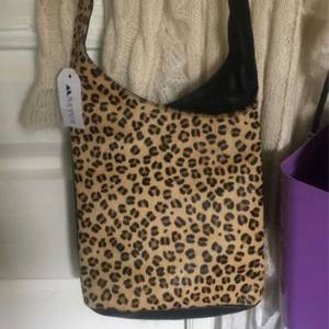 Bilde av Slingbag leopard PH-714