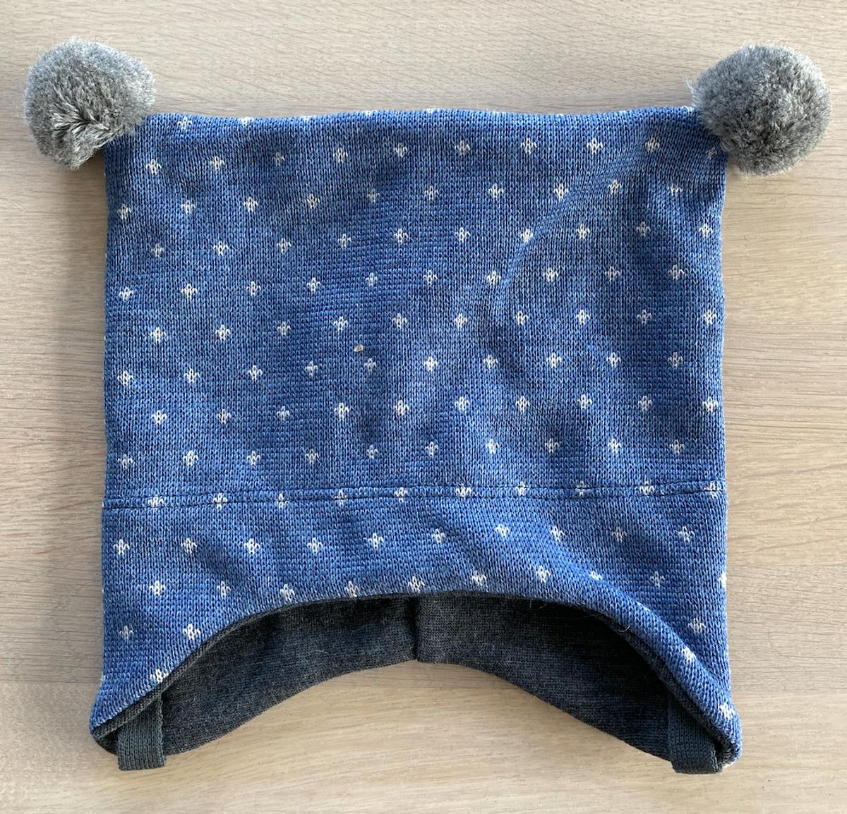 lue merinoull knytting grå lus på blå
