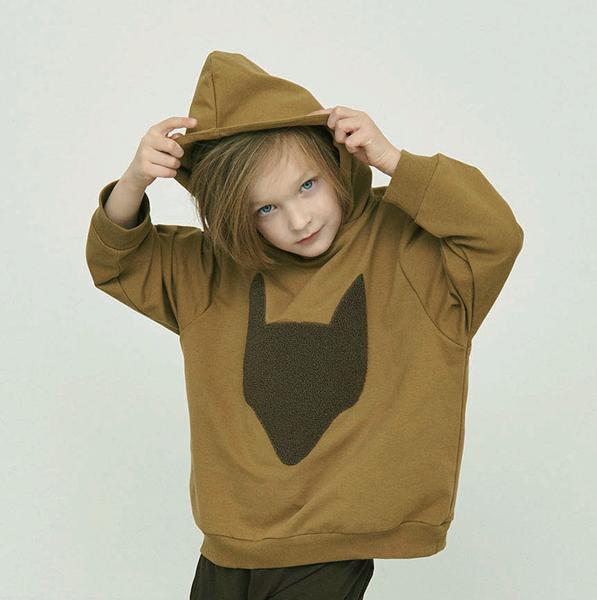 Bilde av genser med hette hjalmer pine