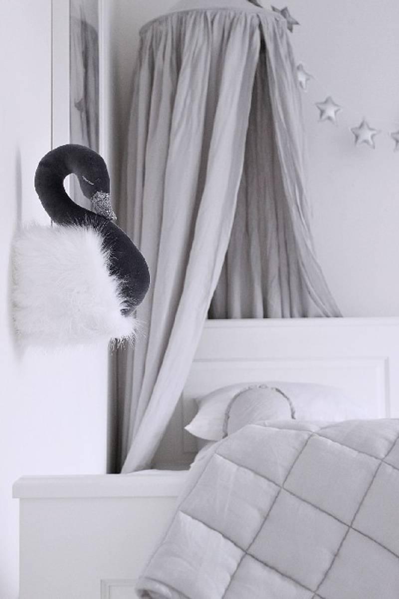 Grå svane med hvit pels, veggdekor fra Cotton & Sweets