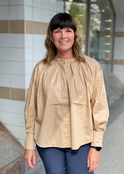 Bilde av ONE&OTHER - Sala Shirt Camel