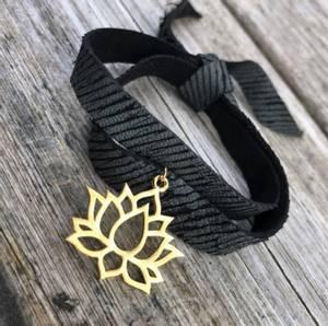 Bilde av skinnarmbånd med charm sort
