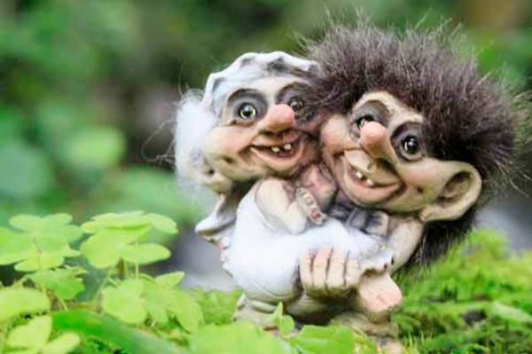 Image of Wedding couple (Troll # 094)