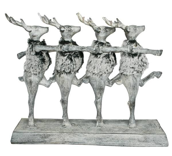 Bilde av Fire reinsdyr med pels