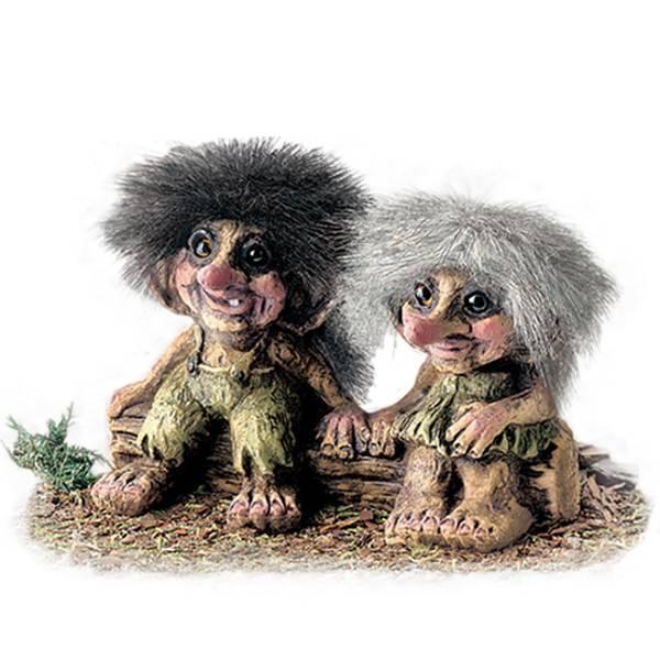 Bilde av Trollgutt og -pike på stamme (Troll nr. 175)