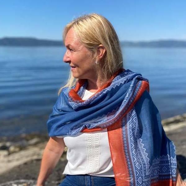 Bilde av Mariusskjerf, petrolblå,hvit og rust