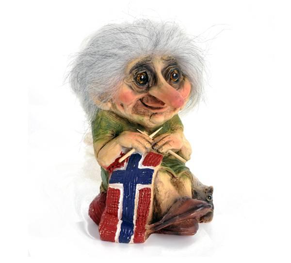 Bilde av Troll bestemor strikker flagg (Troll nr. 149)