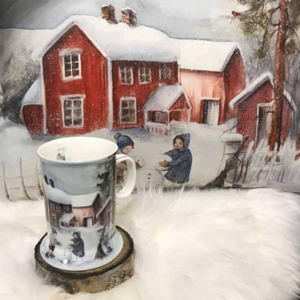 Bilde av Vinterbarn Krus, Barn lager snømann