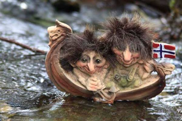 Bilde av Vikingskip med to troll (Troll nr. 068)