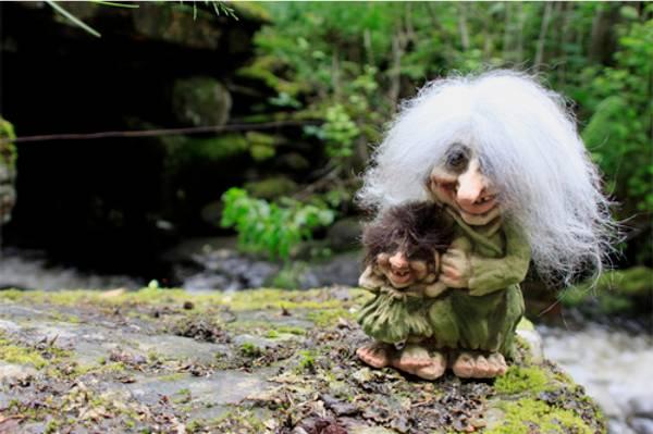 Bilde av Trollkjerring med trollpike  (Troll nr. 266)