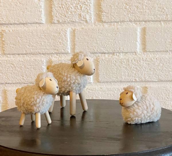 Bilde av Sau av tre med beige ull, liten, furu