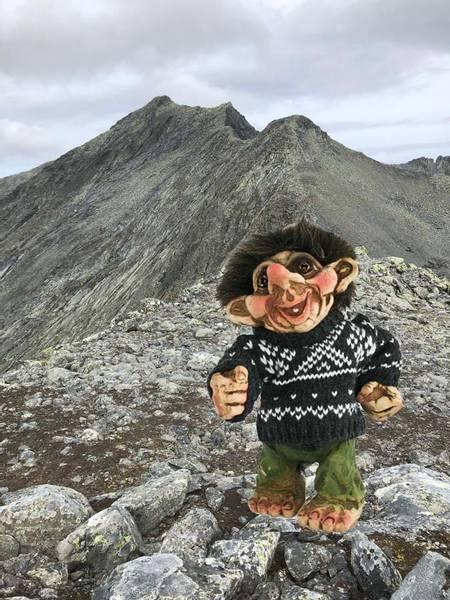 Bilde av Troll med grå genser, 'Ny Form' (Troll no. 193)