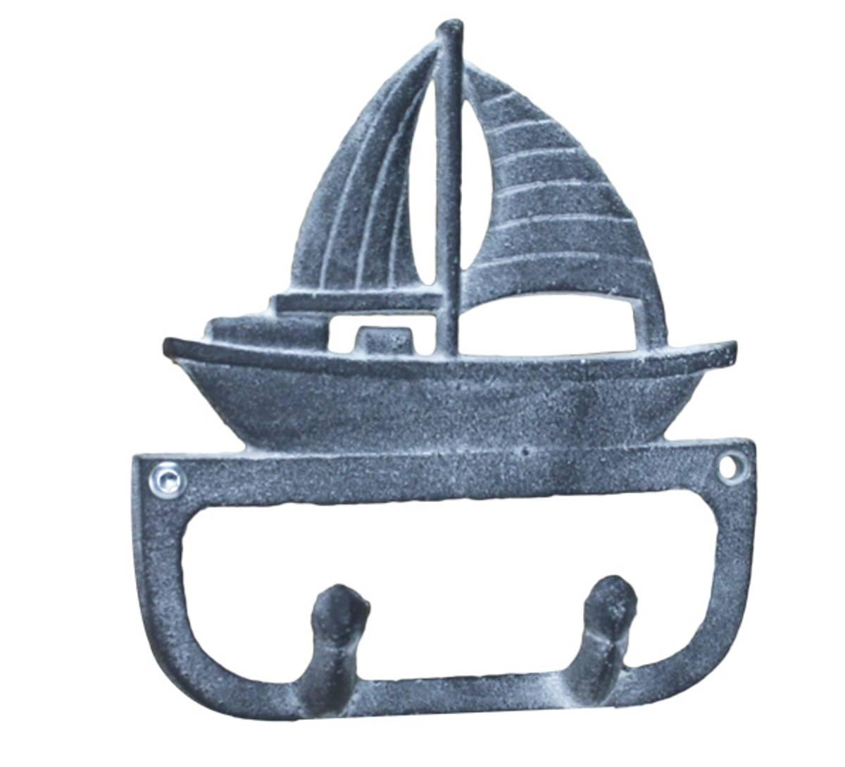 Knagg med seilbåt, maritim finish.