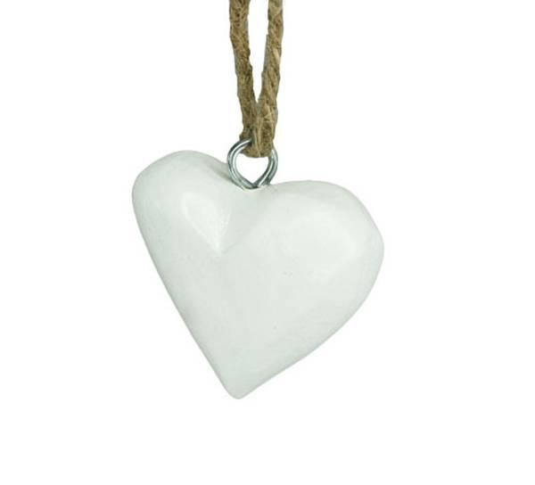 Bilde av Lite hvit hjerte av tre, for oppheng. F-design.