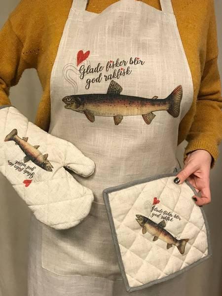 Bilde av Forkle, glade fisker blir god rakfisk