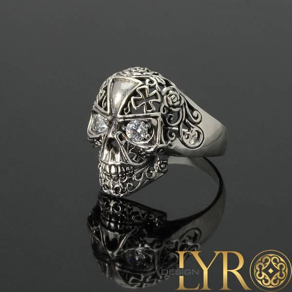 Bilde av Maltese Cross Skull - Sølvring med Cubic Zirconia
