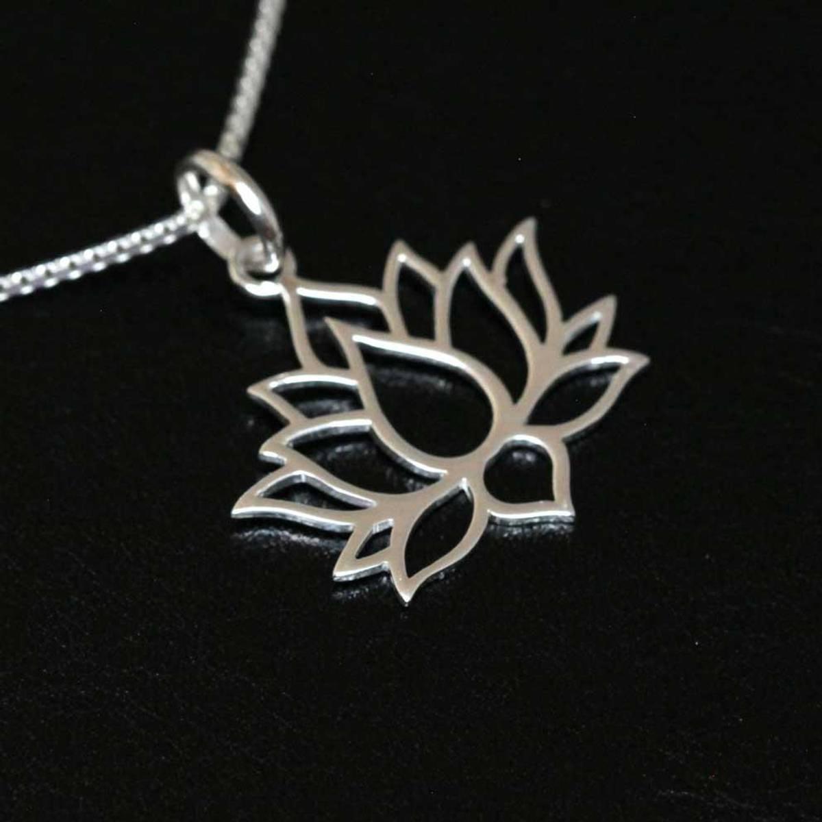 Lotusblomst - Sølvanheng