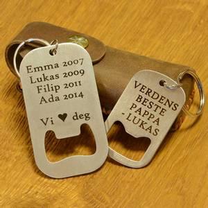 Bilde av Gravert nøkkelring med flaskeåpner
