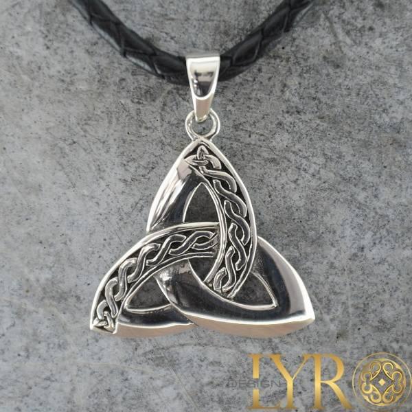 Bilde av Trikvetra med Ornamentdetaljer- Sølv