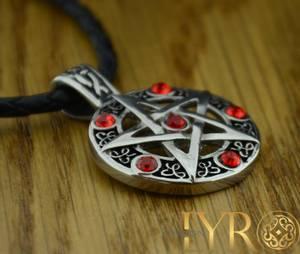 Bilde av Pentagram - Stål Røde CZ