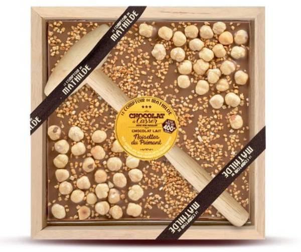 Bilde av MØRK SJOKOLADE -  Milk Chocolate with Hammer & Hazelnuts