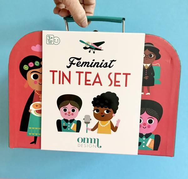 Bilde av TESERVISE I KOFFERT - Feminist - Ingela P Arrhenius