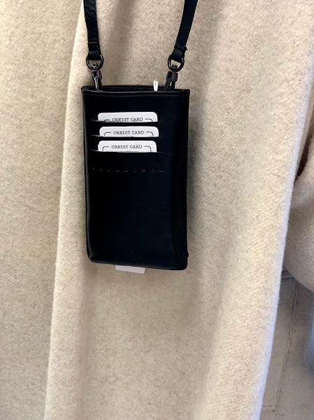 Bilde av One & Other Phone Bag Sort