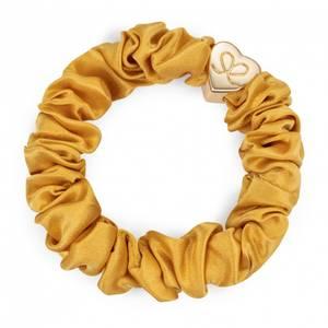 Bilde av BE Gold heart silk scrunchie mustard