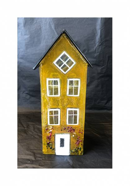Bilde av Glass hus gul 24 cm