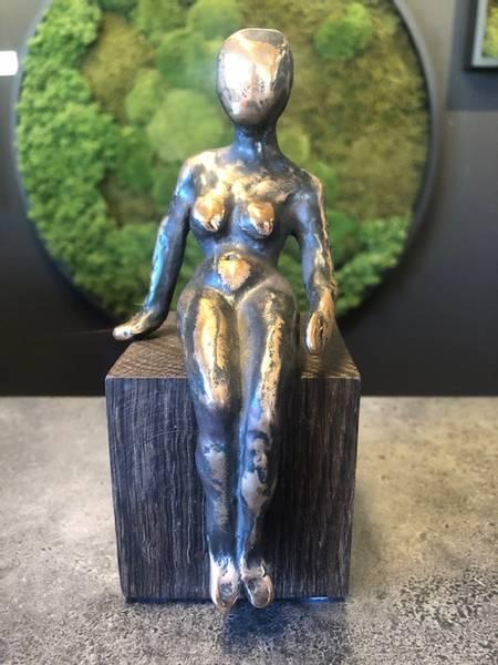 Bronse skulptur på eike fot 17 cm