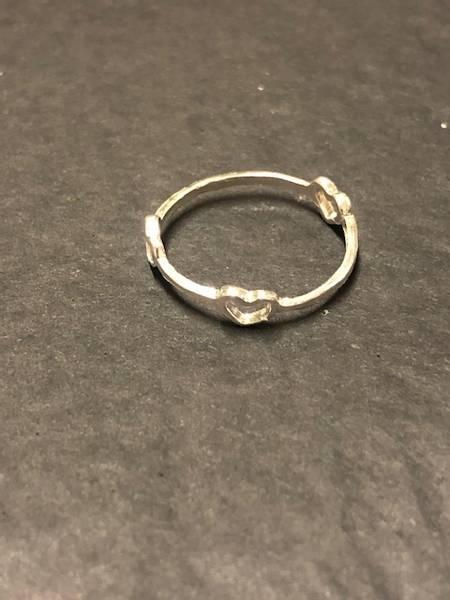 Bilde av All hearts sølv ring
