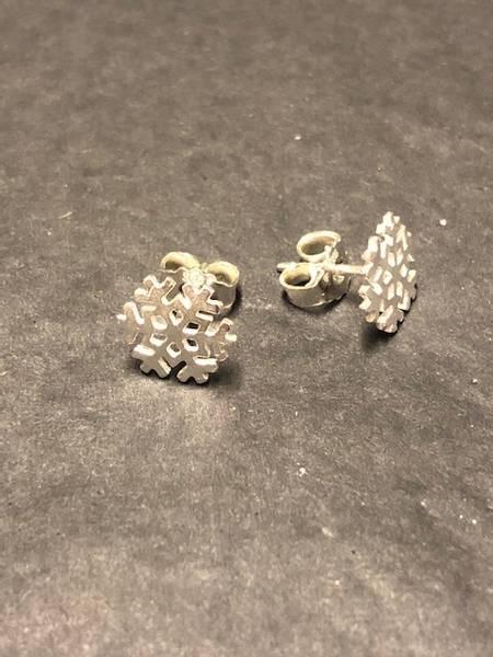 Bilde av Snøkrystal øredobber i sølv